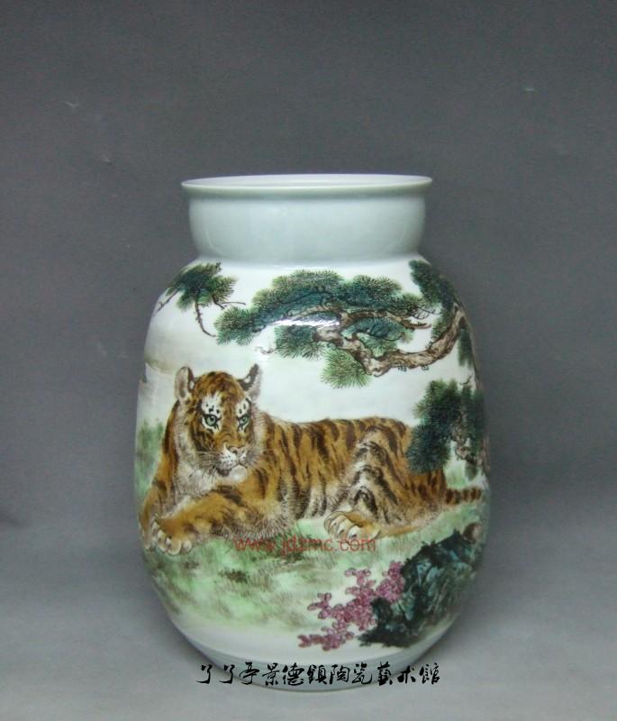 作者可通过陶瓷作品中栩栩如生的各类动物