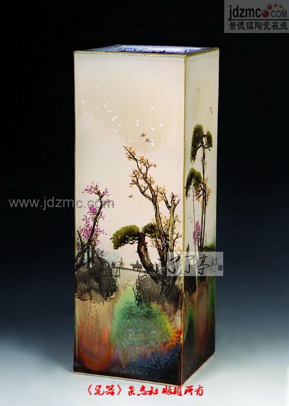 毕业于景德镇陶瓷学院艺术设计专业并获学士学位
