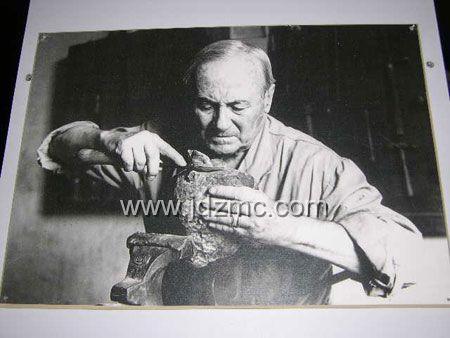 毕加索的名画《裸体、绿叶和半身像》(见图1),这幅据介绍是毕高清图片