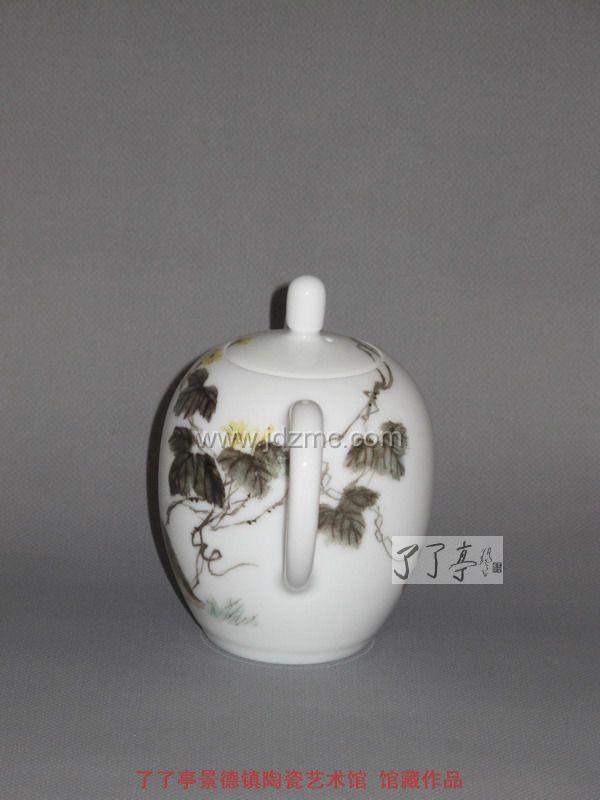 吴锦华 粉彩《小黄兔》茶壶-了了亭-景德镇陶瓷艺术馆